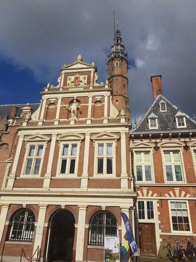 Schoorsteen vegen Stadhuis Haarlem