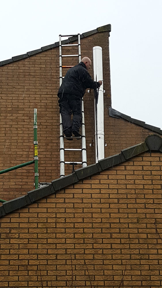 op dak RVS dubbelwandig rookkanaal aanleggen