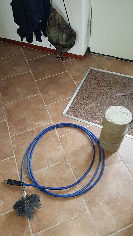 het-gereedschap-voor-het-reinigen-van-de-kanalen-van-de-mechanische-ventilatie