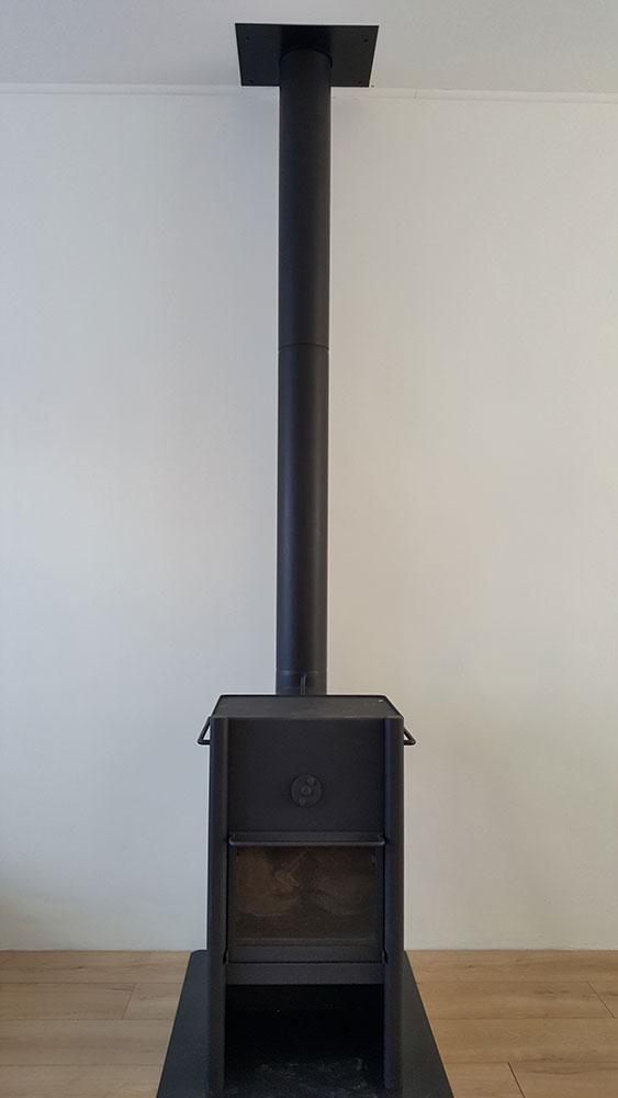 houtkachel-aangesloten-op-het-gerenoveerde-RVS-rookkanaal