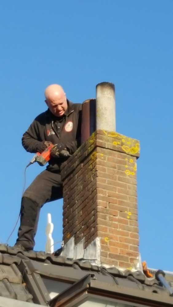 werkzaamheden aan te renoveren rookkanaal met rvs binnenvoering 2